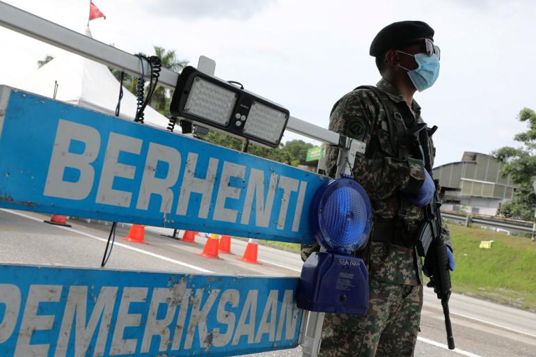 Kopral Baharuddin bin Ramli Tewas Dalam Baku Tembak di Perbatasan - JPNN.com