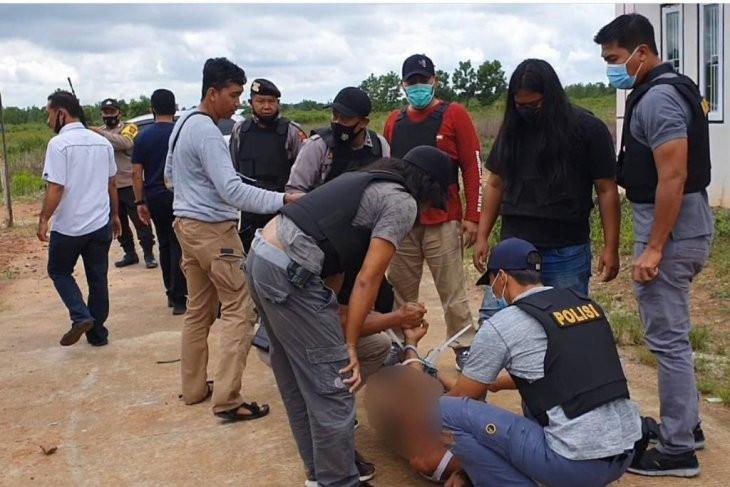 8 Tahun Buron, Pelaku Pembunuhan Ini Langsung Ditembak Polisi - JPNN.com