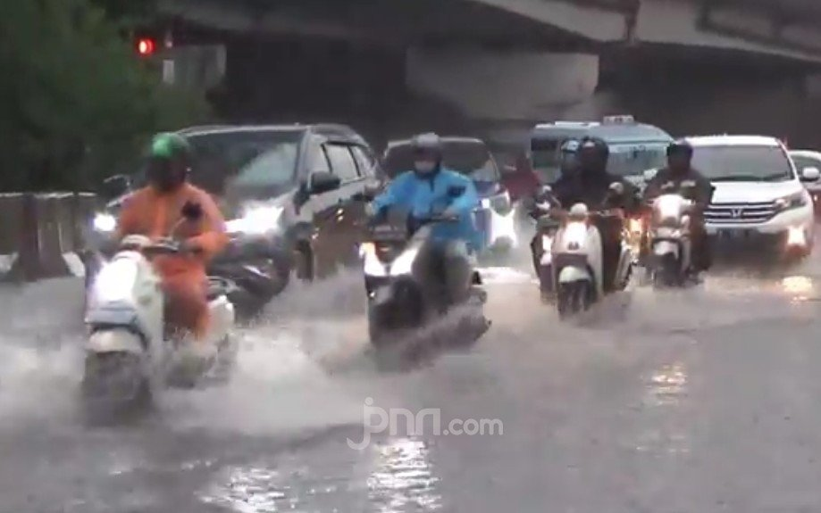 Warga Jabodetabek Harap Simak Peringatan BMKG Soal Cuaca Hari Ini, Ada Hujan Lebat - JPNN.com