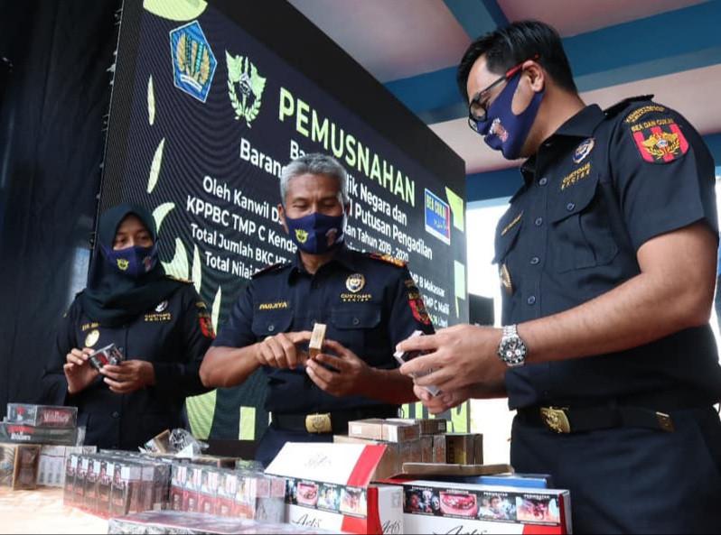 Jalankan Fungsi Community Protector, Bea Cukai Musnahkan BMN Hasil Penindakan - JPNN.com
