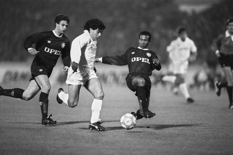 Maradona Dibesarkan Dalam Kemiskinan Akut, Buat Napoli Dicemooh Klub Kaya Raya - JPNN.com