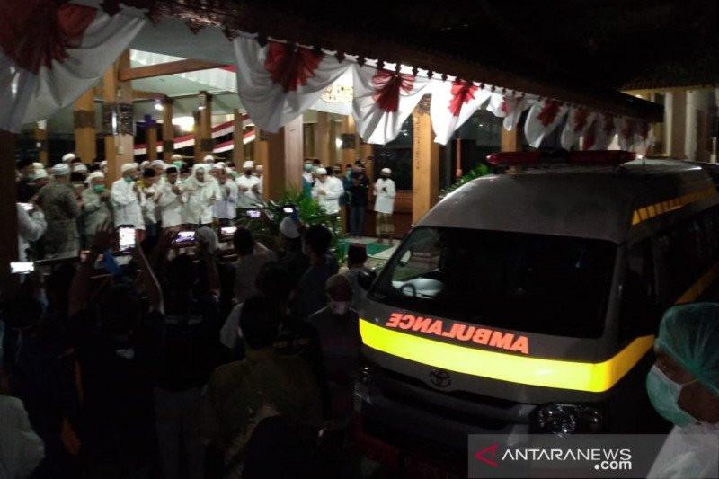 Penghormatan Terakhir untuk Jenazah Bupati Situbondo Sebelum Dimakamkan - JPNN.com