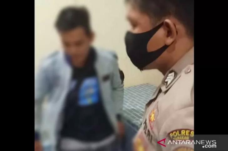 Seorang Polisi Pergoki Istri Lagi Asyik dengan Selingkuhan di Dalam Ruko, Anggota Juga - JPNN.com