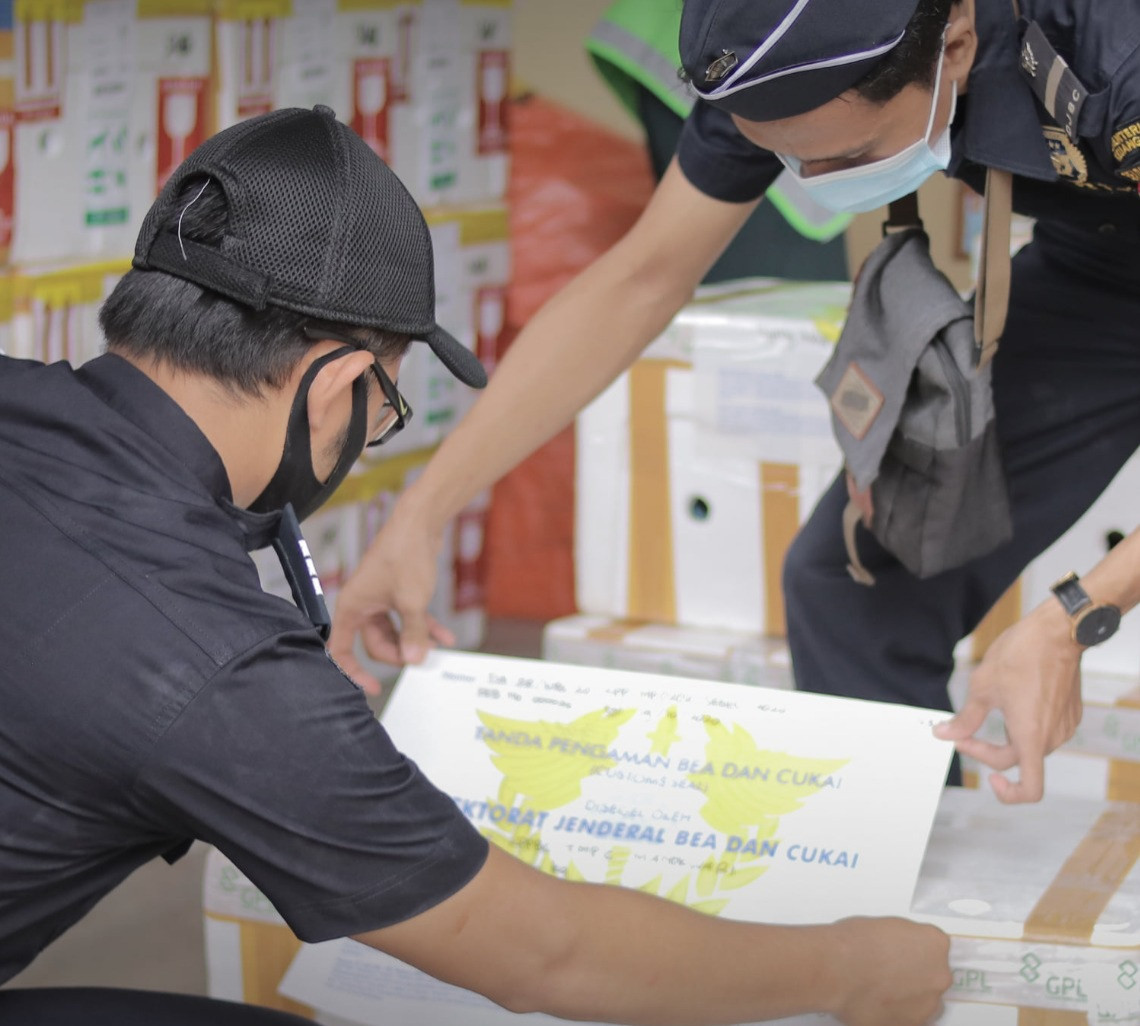 Bea Cukai Fasilitasi Ekspor Perdana Hasil Kelautan Manokwari - JPNN.com