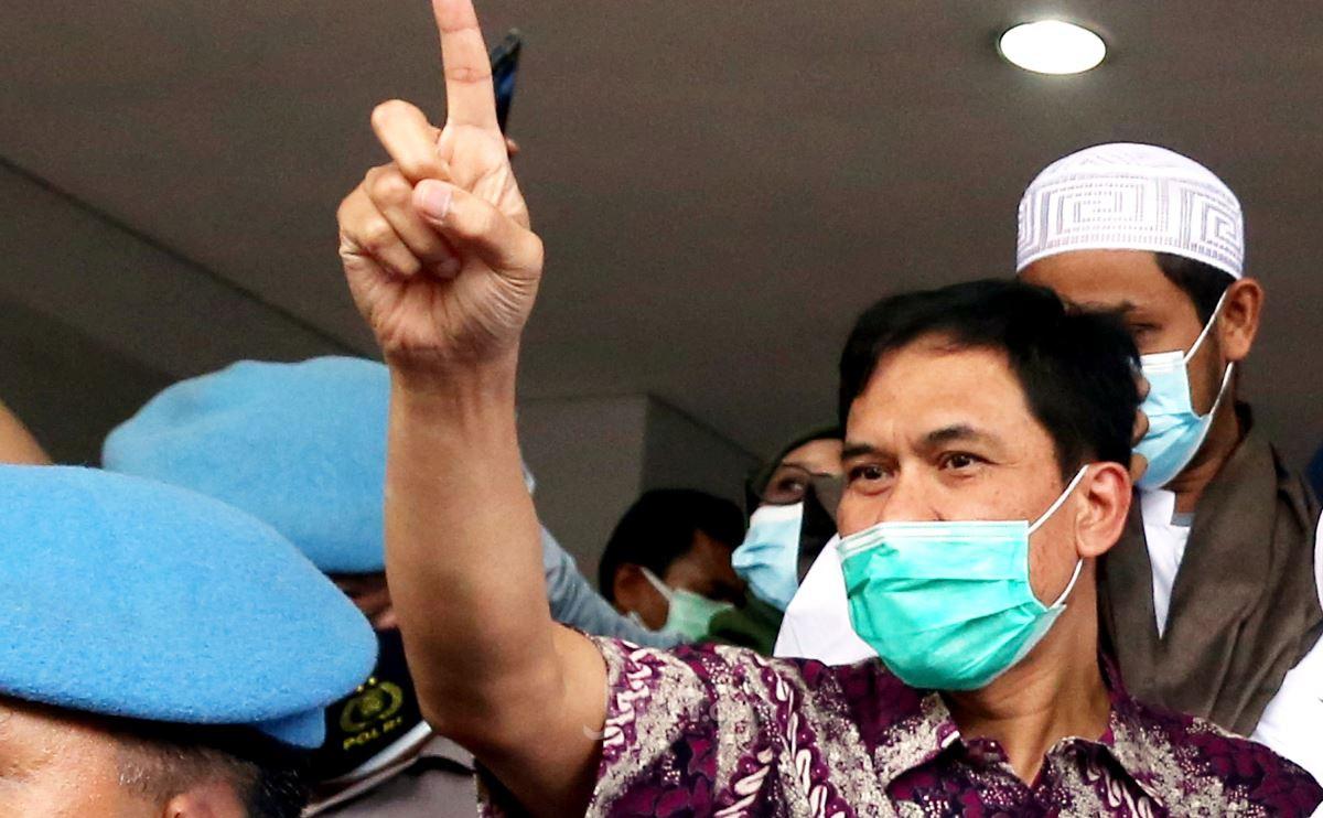 Ada Kerumunan Massa di Acara Presiden Jokowi, Munarman Berkomentar Begini - JPNN.com