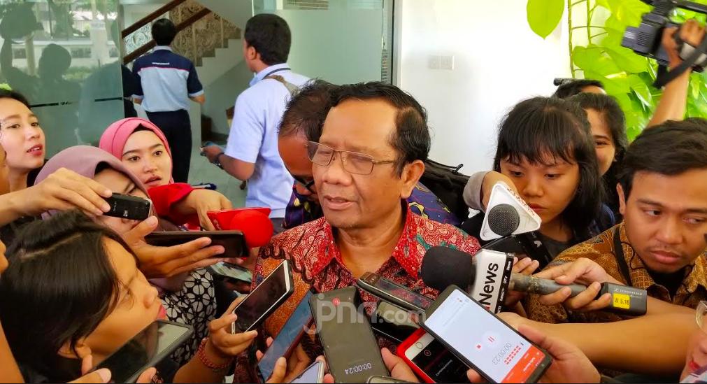 Amien Rais Bertemu Jokowi, Mahfud MD: Bukti, Bukan Keyakinan - JPNN.com