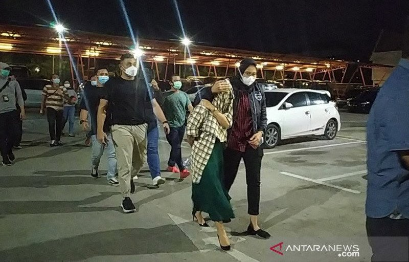 3 Berita Artis Paling Bodoh: Artis TA Terseret Kasus Prostitusi, Nikita Mirzani Bahas Utang