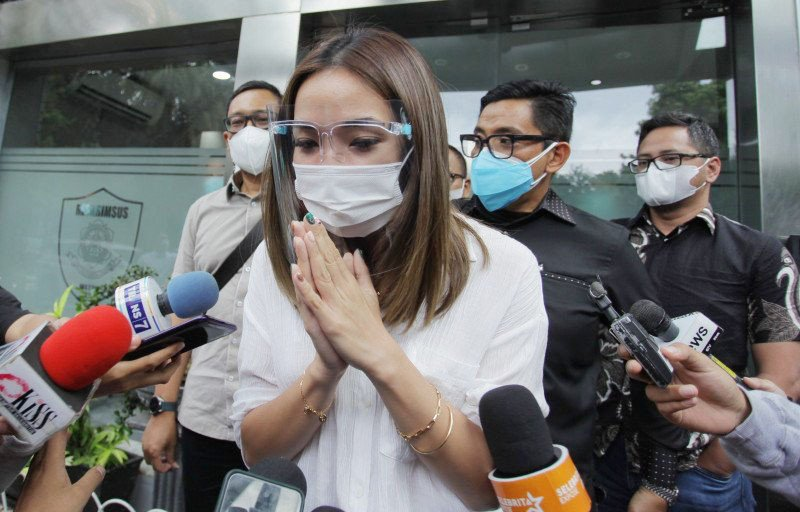 Begituan dengan MYD saat Berstatus Istri Gading Marten, Gisel Banjir Hujatan  - JPNN.com
