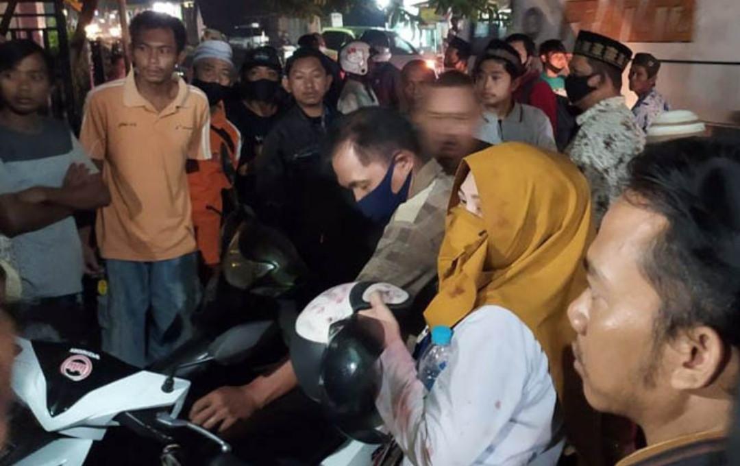 Istri Makan Bakso dengan Pria Lain, Suami Datang dari Belakang, Brak.., Berdarah - JPNN.com