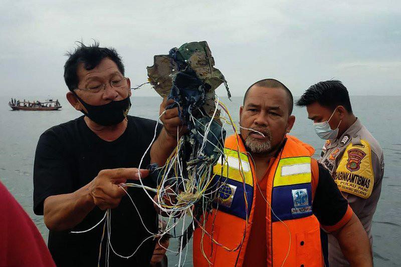 Pesawat Sriwijaya SJY182 Dipastikan Jatuh, Sempat ...