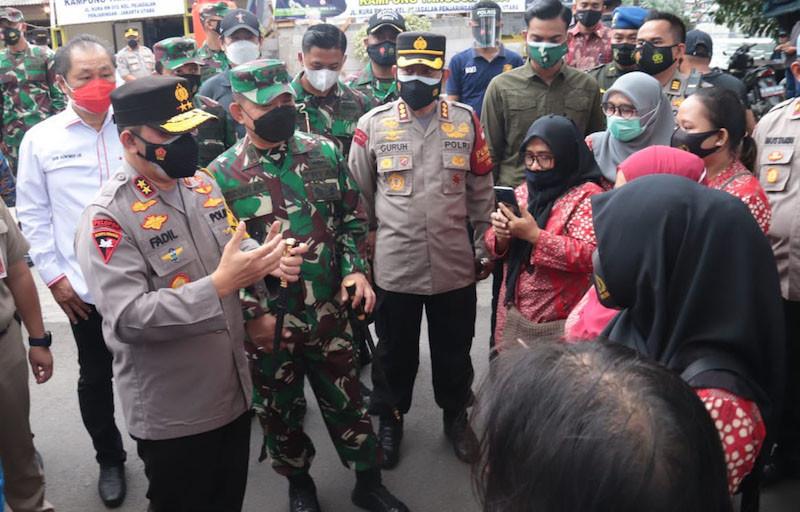 Kapolda Metro dan Pangdam Jaya Terjun Langsung ke Zona Merah - JPNN.com