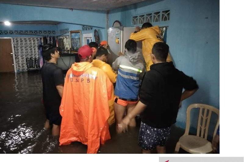 Air Laut Tiba-tiba Naik ke Permukiman Warga, Dahsyat - JPNN.com