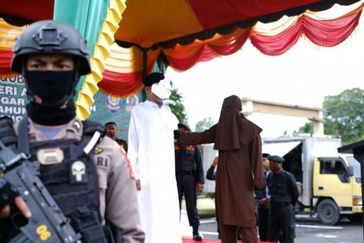 Terbukti Berzina, Pasangan Kekasih di Aceh Dicambuk 100 Kali - JPNN.com