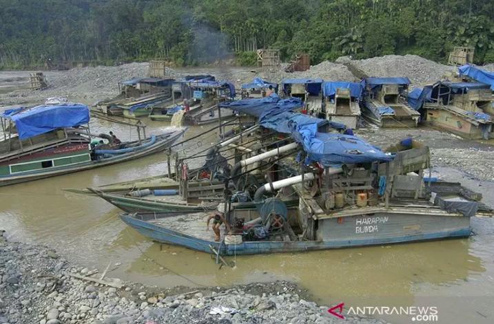 Jenazah Korban Longsor Tambang Emas Solsel Dipulangkan ke Jawa - JPNN.com