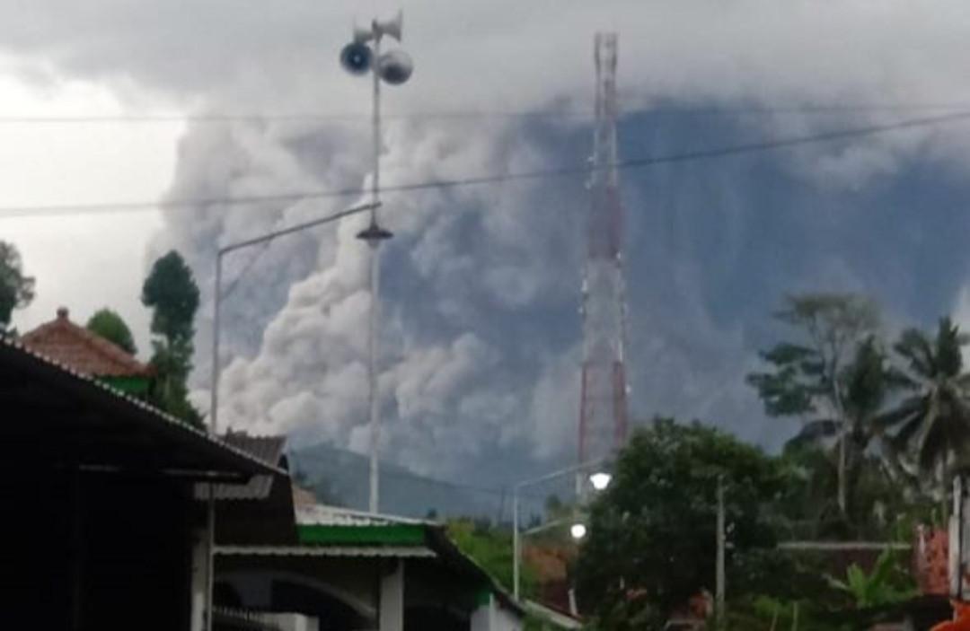 Bupati Lumajang Mengabarkan Gunung Semeru Meletus - JPNN.com