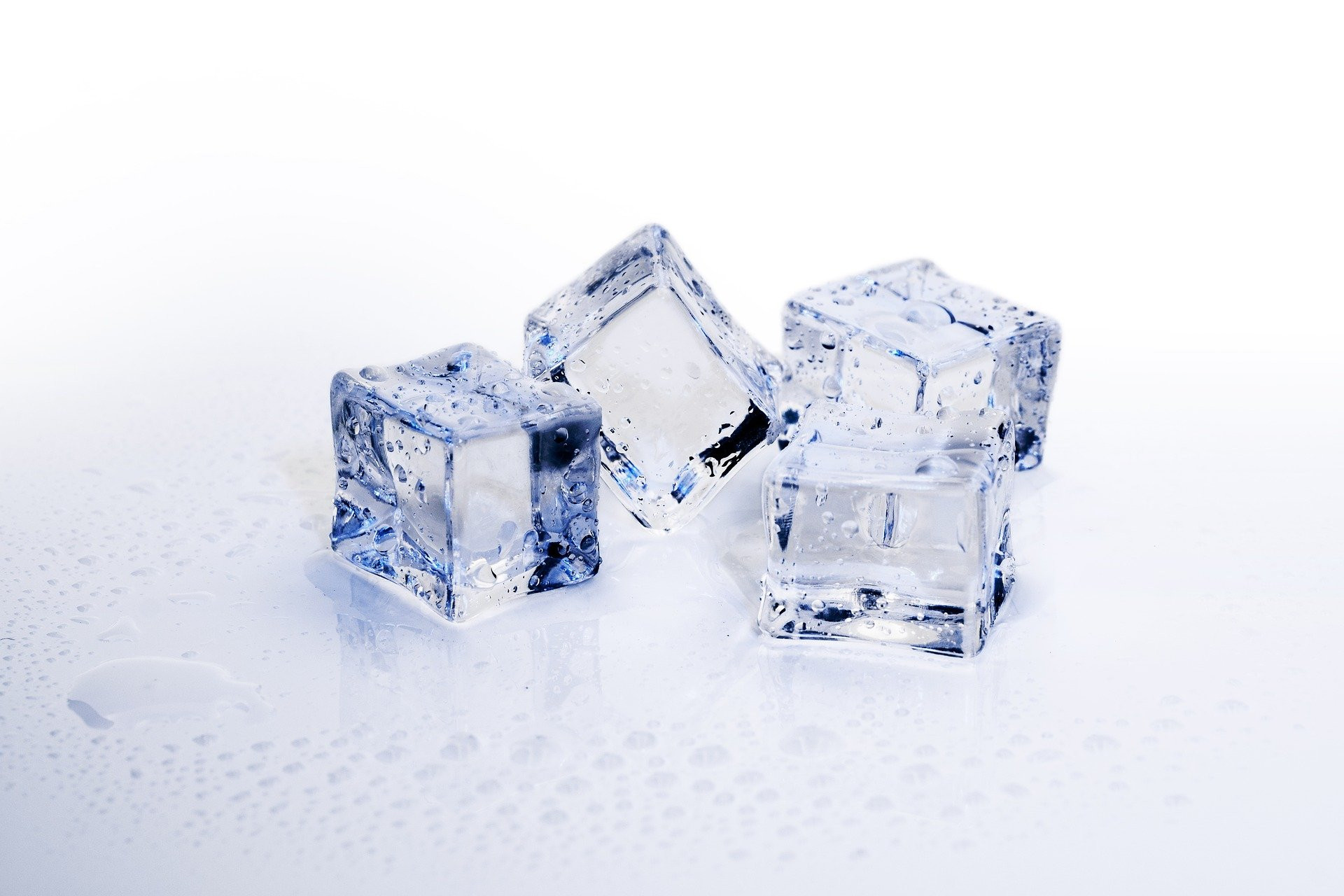 Mencegah Proses Penuaan Dini, Ini 3 Manfaat Es Batu untuk Kulit Wajah - JPNN.com