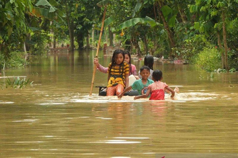 Banjir Susulan Terjang 2 Desa di Jember, BPBD Imbau Warga Siaga - JPNN.com
