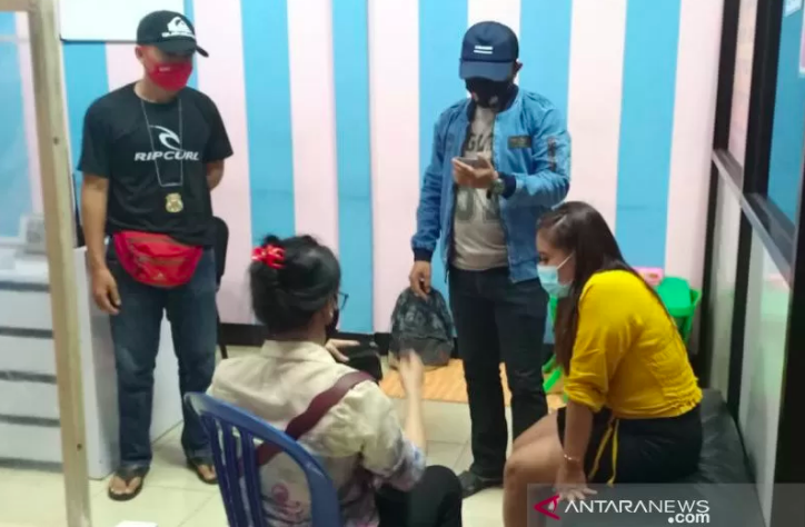 Dua Sejoli Digerebek Saat Asyik Begituan di THM, Kondom Bekas Dijadikan Barang Bukti - JPNN.com
