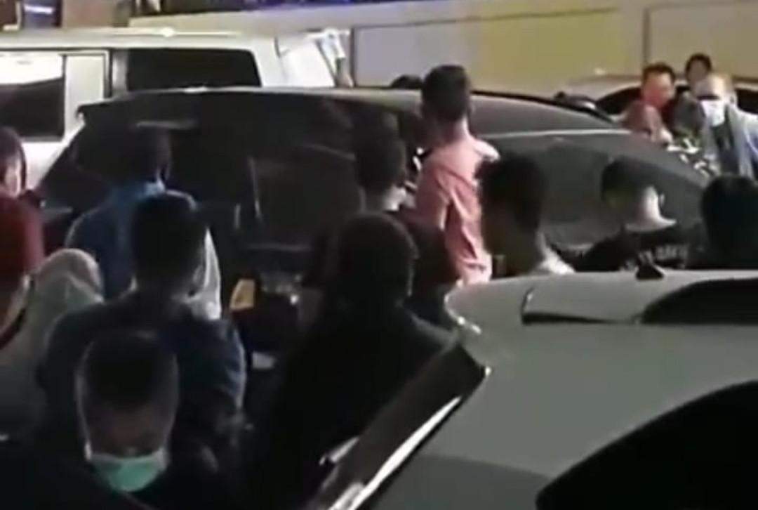 Mobil di Depan Alfamart Bikin Geger Warga, Pak Dokter Sudah tak Bernyawa - JPNN.com