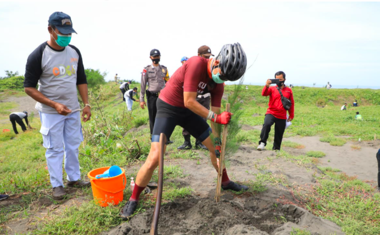 Ganjar Gowes Ratusan Kilometer demi Aksi Penyelamatan Lingkungan Area Pesisir - JPNN.com