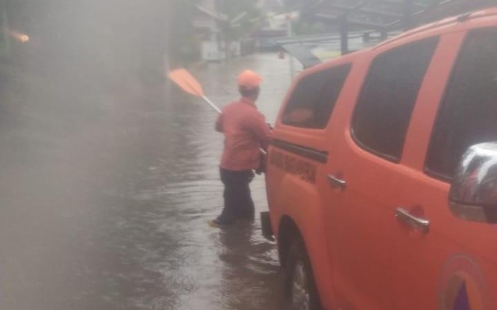 Sembilan Titik di Kota Bekasi Banjir, Satu Perumahan Tenggelam - JPNN.com
