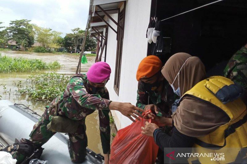 Satgas Marinir Tembus Daerah Terisolasi Bantu Korban Banjir Kalsel - JPNN.com