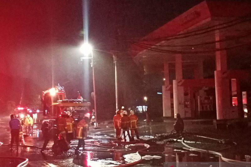 5 Kali Ledakan di SPBU Margomulyo Surabaya, Asap Mengepul dari Celah Selokan - JPNN.com
