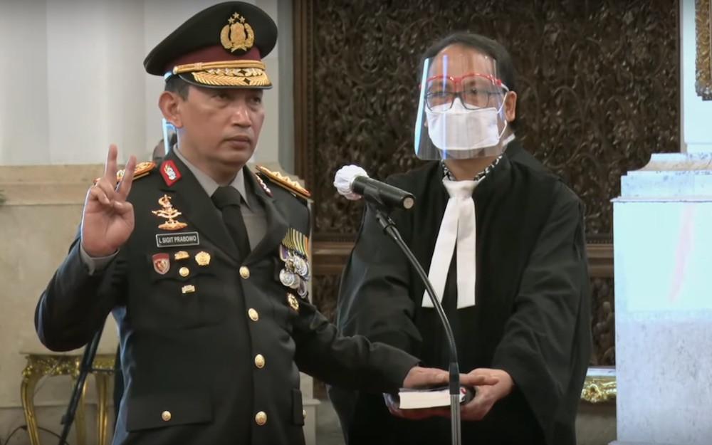 Detik-detik Pelantikan Listyo Sigit: Tangan Kiri di Atas Alkitab, Ucap Sumpah Dipandu Jokowi - JPNN.com