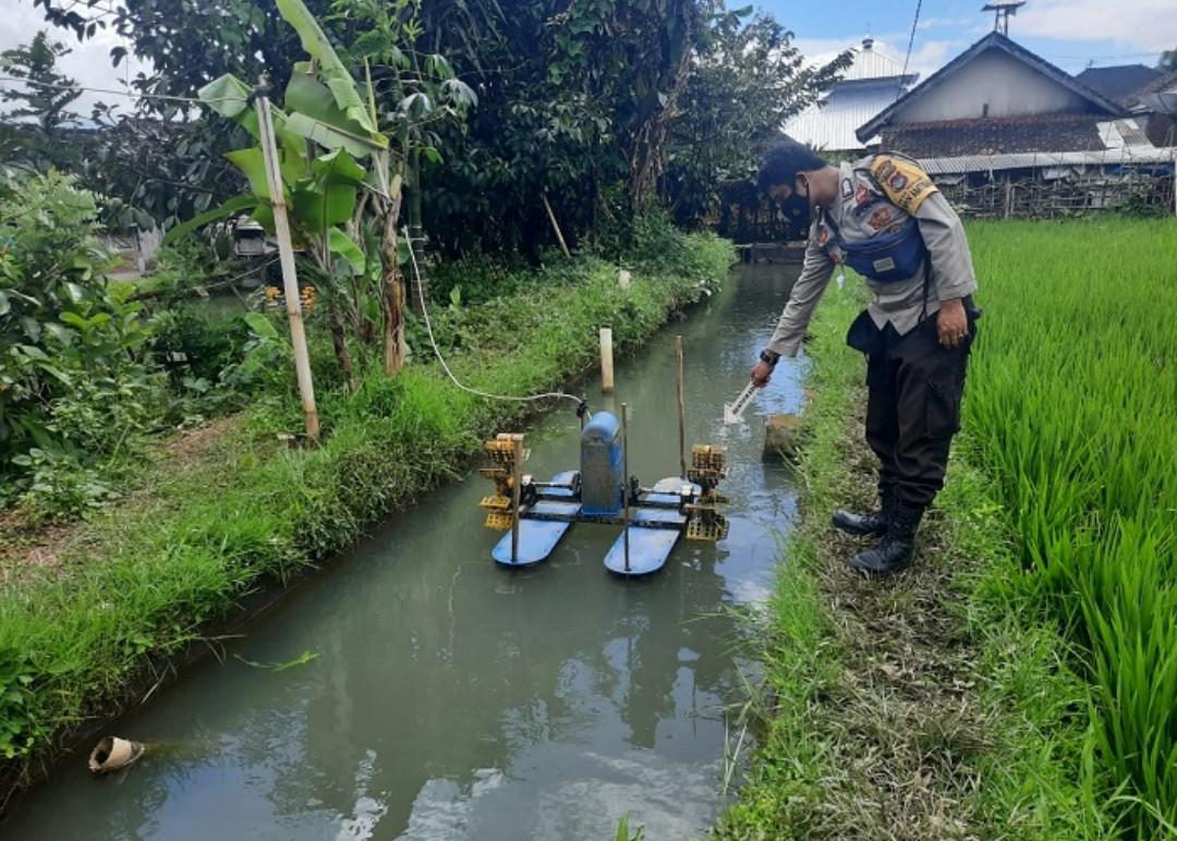 Mau Kasih Pakan Ikan, Ihsan Lihat Jilbab Terlilit Kincir Air, Geger! - JPNN.com