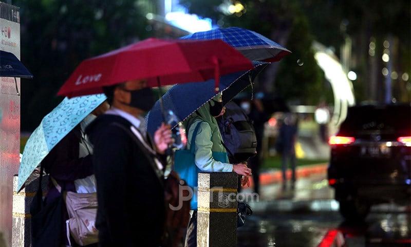 BMKG Prediksi Cuaca Buruk Melanda DKI Jakarta Siang Ini - JPNN.com
