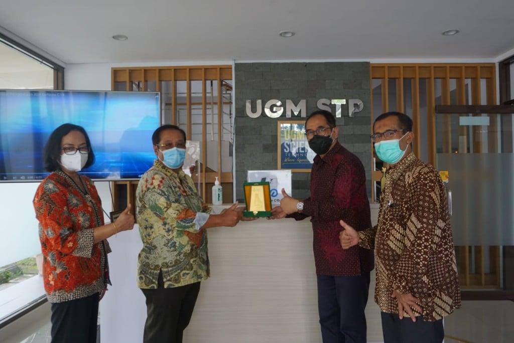 Bangga Karya Anak Bangsa, Petrokimia Gresik Beli 10 Unit GeNose C19 Buatan UGM - JPNN.com