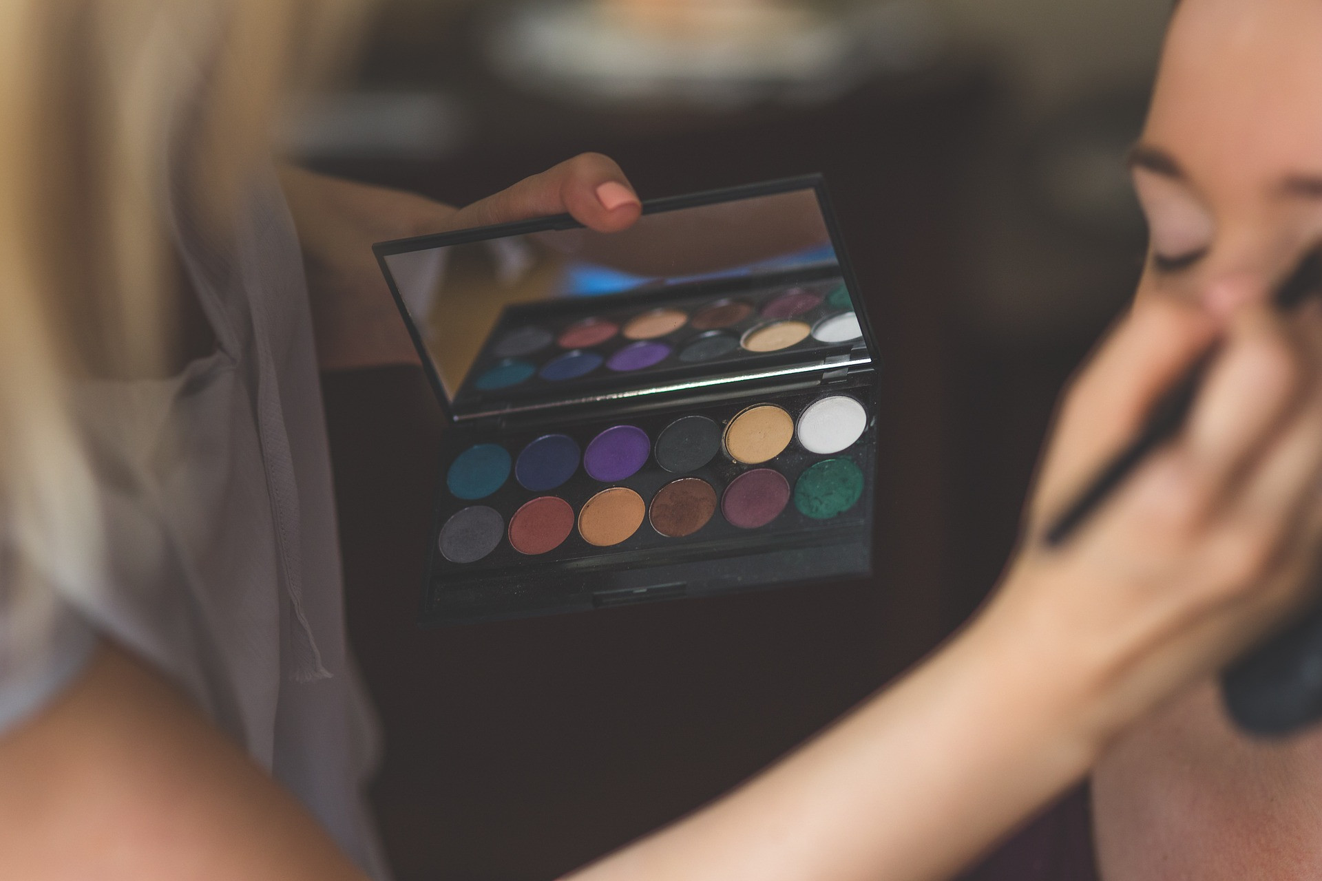 4 Tips Mudah Pakai Makeup Jika Anda Memiliki Kulit Kering - JPNN.com