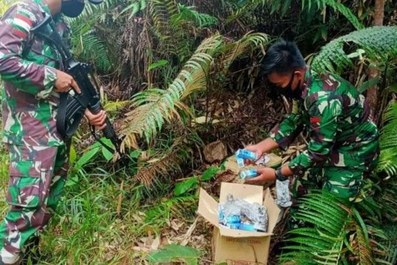 Patroli di Jalur Tikus Perbatasan RI-Malaysia, Satgas Pamtas Yonif 642/Kps Gagalkan Penyelundupan Obat Ilegal - JPNN.com