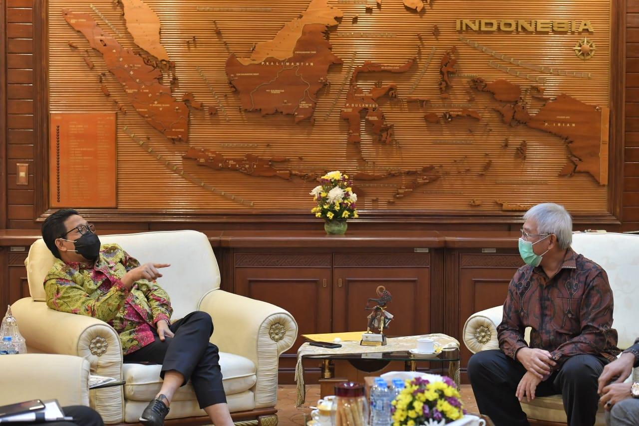 Gus Menteri dan Bupati Kepulauan Aru Bicara Pembangunan Desa - JPNN.com