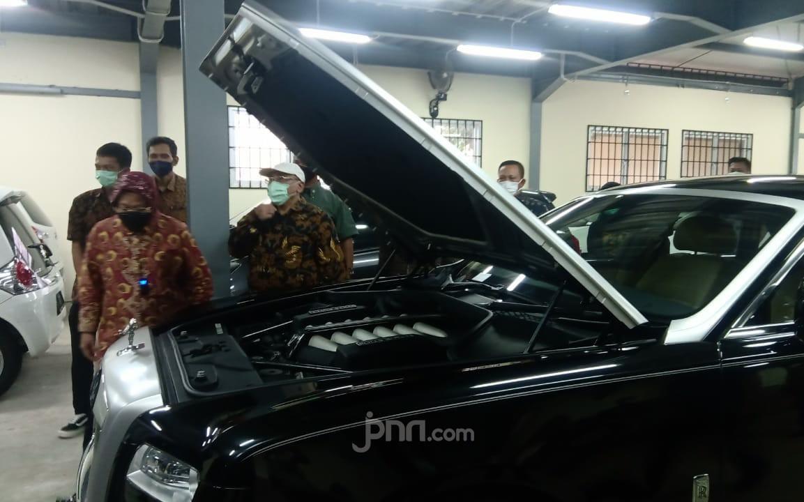 Mensos Risma Pengin Lelang 9 Mobil, 27 Motor dan 50 Batang Emas - JPNN.com