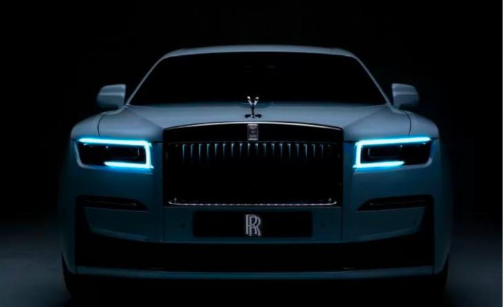 Bu Risma Bakal Lelang Mobil Mewah Rolls Royce Ghost, Ini Spesifikasinya - JPNN.com