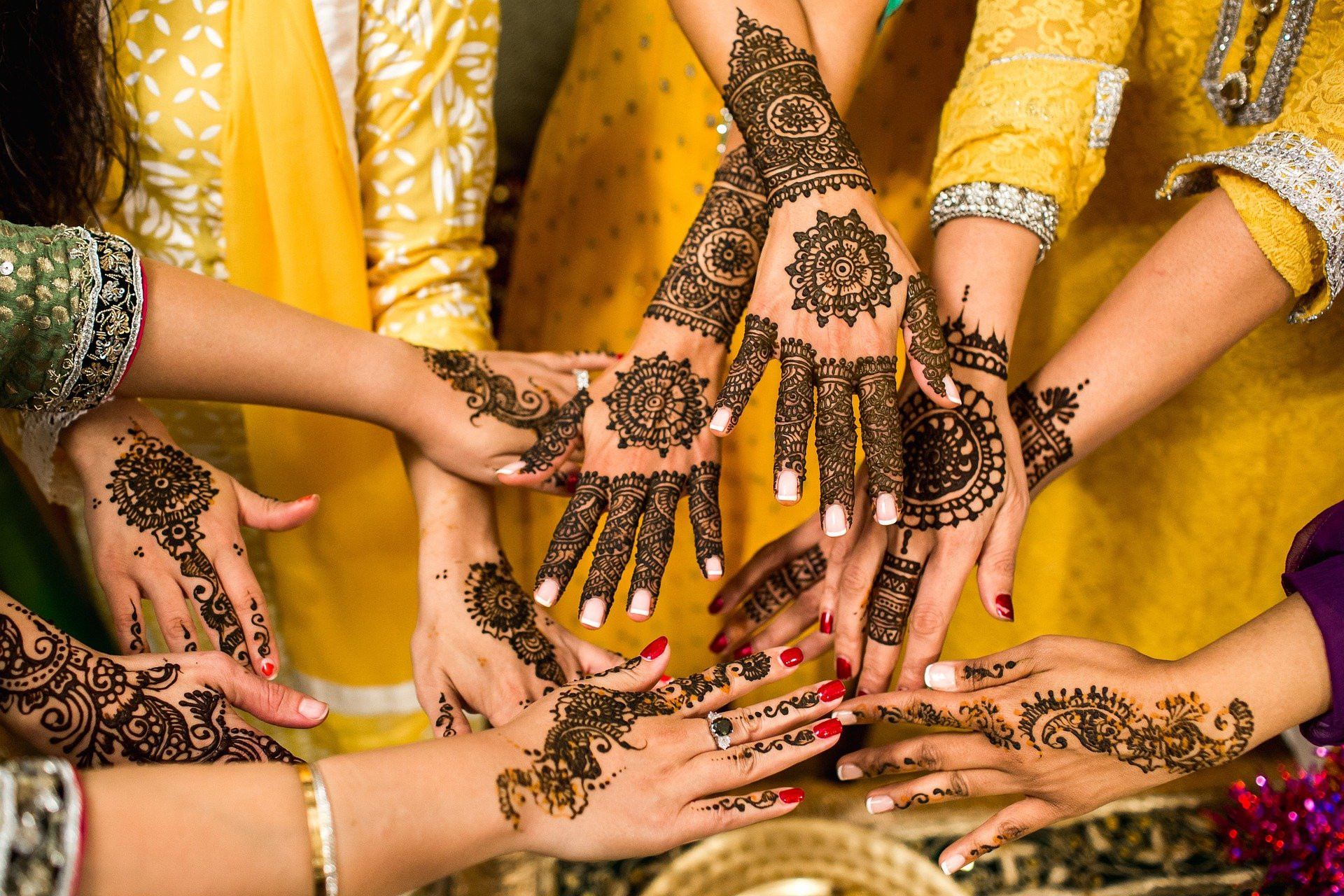 Ingin Henna Tahan Lama di Kulit, Ini 5 Tipsnya - JPNN.com