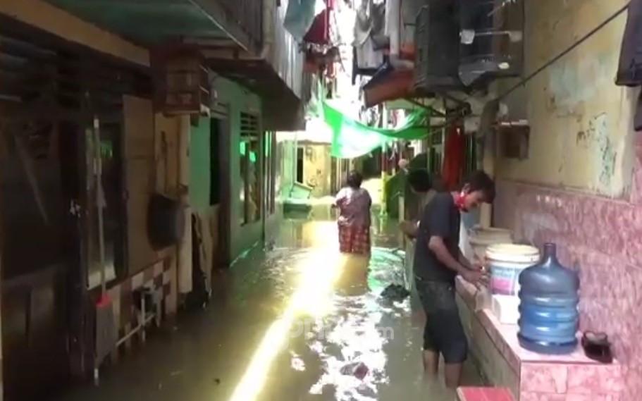 Kali Ciliwung Meluap, Kebon Pala Jaktim Tenggelam - JPNN.com