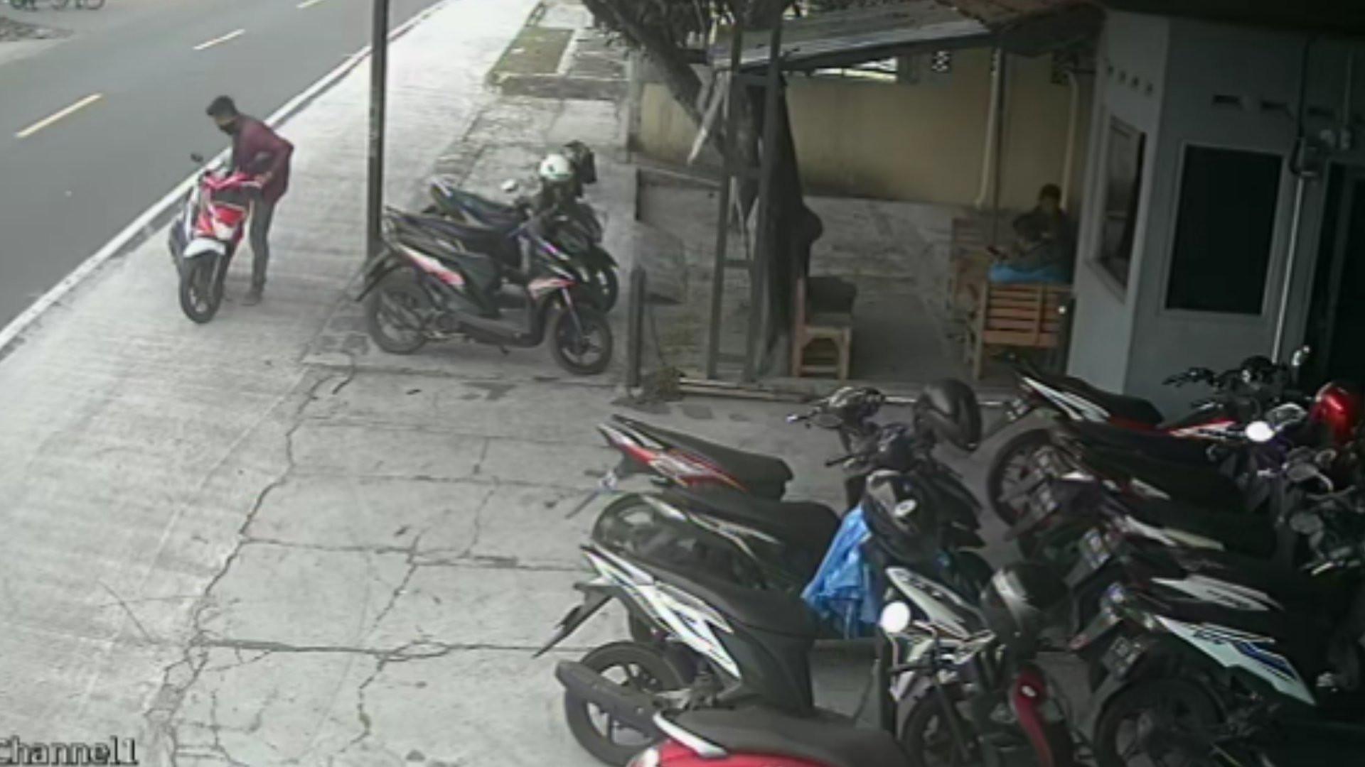 Kali Ini Aksi DZ Terekam CCTV, Rasain - JPNN.com