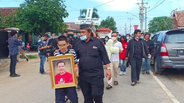 Markus Manik Kasir Kafe RM Dimakamkan, Keluarga Bicara Soal Proses Hukum Pelaku Penembakan - JPNN.com