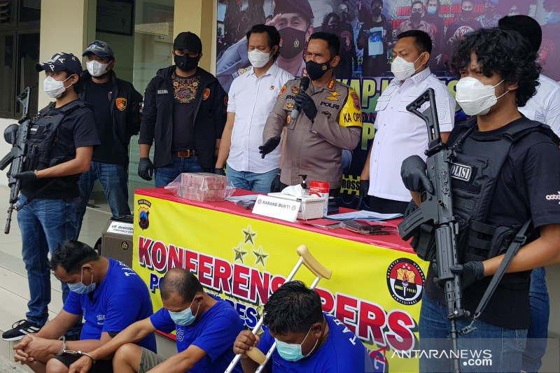 Polrestabes Semarang Tangkap Perampas Uang Toko Emas Sebanyak Rp 429 Juta - JPNN.com