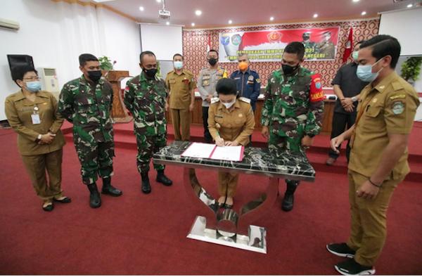 Bupati Karolin Harapkan TNI dan Masyarakat Bersinergi Memajukan Daerah - JPNN.com