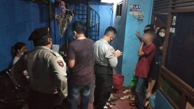 Digerebek di Penginapan dan Hotel, 7 Perempuan dan 2 Pria Pasrah Dibawa ke Kantor Polisi - JPNN.com