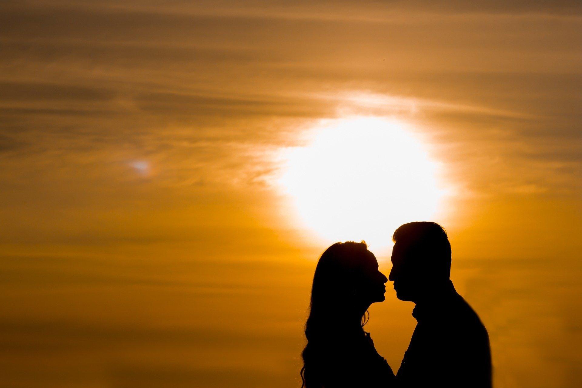 Jangan Berpikiran Negatif Dulu, Ini Alasan Kenapa Pria Suka Minta Dicium - JPNN.com