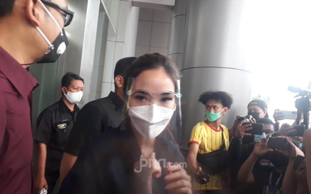 Lakukan Wajib Lapor Seminggu Dua Kali, Gisel: Bersyukur Masih Bisa Pulang - JPNN.com