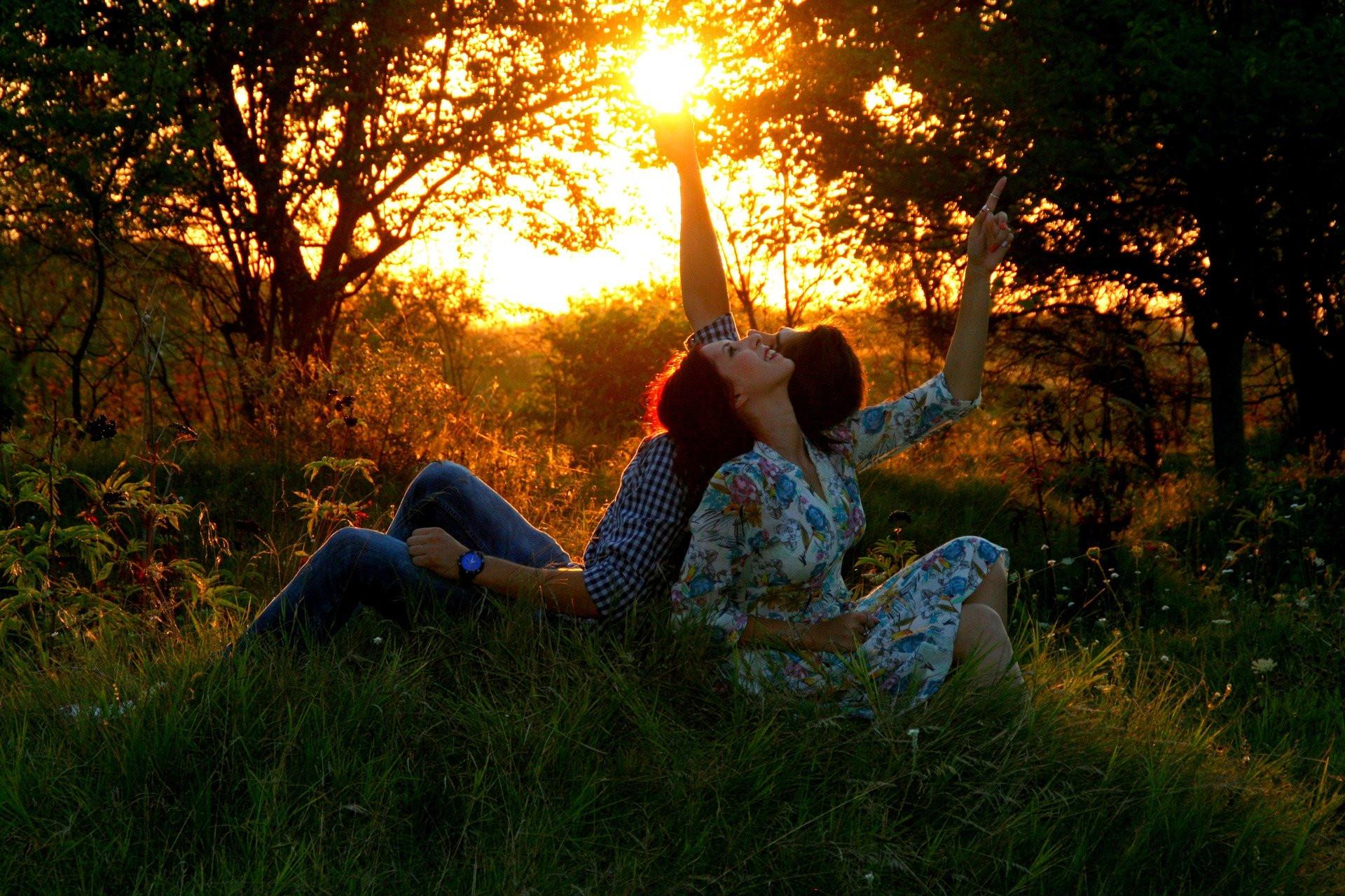 3 Tanda Pasangan Bisa Membahagiakan Anda Selamanya - JPNN.com