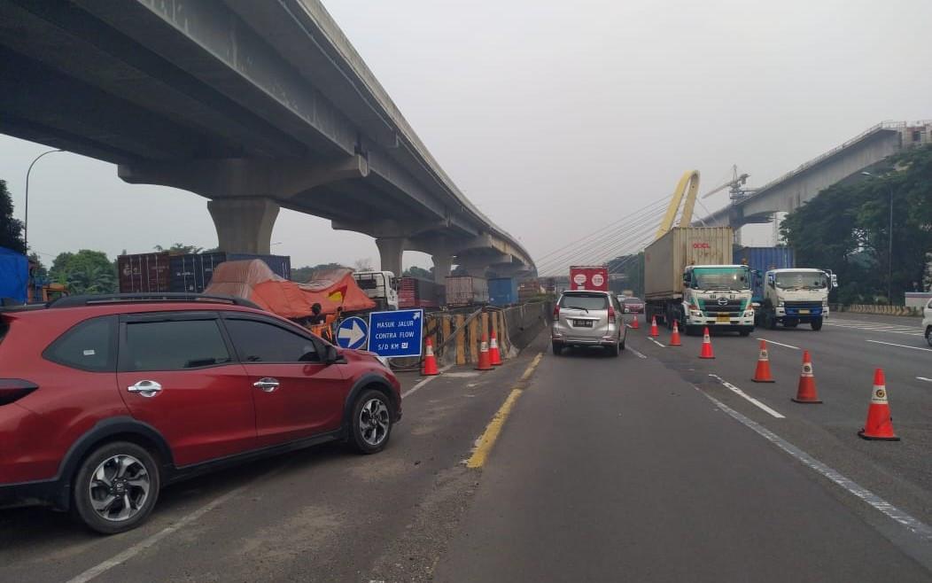 Jasa Marga Berlakukan Contraflow Sepanjang 11 Km di Tol Japek - JPNN.com