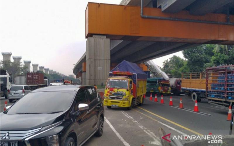 Polisi Menemukan 10 Orang di Dalam Truk Pengangkut Motor, Mau ke Mana Mas? - JPNN.com