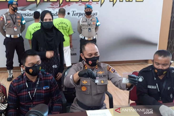 Rumah Oknum PNS Digerebek, Polisi Temukan Barang Terlarang, Nih Hasilnya - JPNN.com