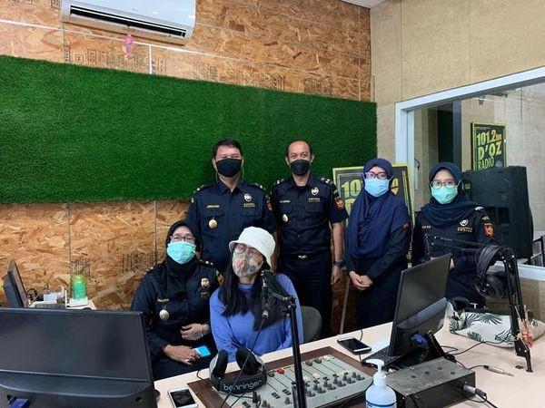 Bea Cukai Sosialisasikan Aturan IMEI hingga KITE IKM Lewat Radio - JPNN.com